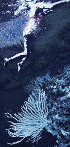 Laurence Aëgerter, Bain de minuit (coraux), série Longo Maï, 2013, courtesy Galerie Binome édition de 5 (+2EA) – 270 × 130 cm tapisserie jacquard en fils mixtes dont laine de mohair, lurex, et fils phosphorescents