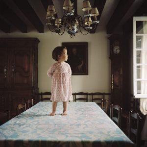 Pascaline Marre, La table, série Nos maisons de famille, 2008-12, courtesy Galerie Binome